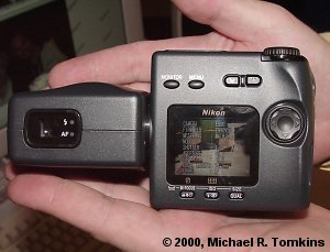 Nikon Coolpix 990 Rear View - click for a bigger picture!