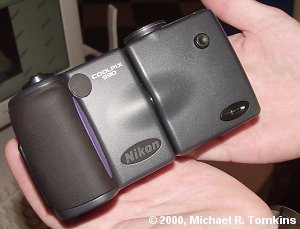 Nikon Coolpix 990 un-swivelled - click for a bigger picture!