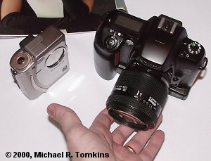 Fuji S1 Pro SLR and Fuji FinePix 4700 Zoom side by side - click for a bigger picture!