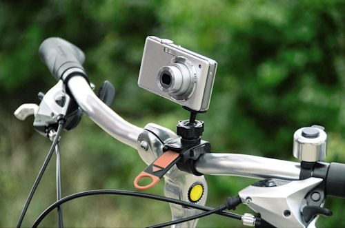 Hama's Bike Pod clamp tripod attached to a bicycle handlebar. Photo provided by Hama GmbH & Co KG. Click for a bigger picture!