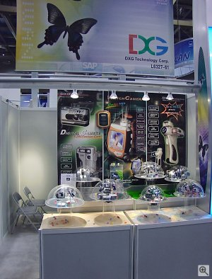 DXG Technology Corp.'s booth. Copyright © 2001, Michael R. Tomkins. All rights reserved. Click for a bigger picture!