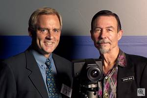 Victor Hasselblad CEO G�ran Bernhoff and Foveon founder Carver Mead proudly show off their new 'baby'. Courtesy of Victor Hasselblad AB - click for a bigger picture!