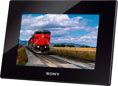Sony's DPF-HD800 digital photo frame in landscape orientation. Photo provided by Sony Electronics Inc. Click for a bigger picture!