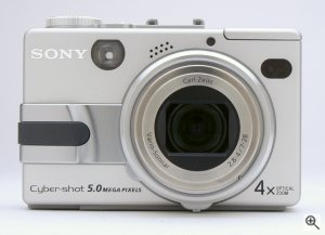 Sony's Cyber-shot DSC-V1 digital camera. Copyright © 2003, The Imaging Resource. All rights reserved. Click for a bigger picture!
