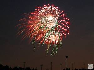 July 4th 2001 fireworks at Rochester Hills, Michigan. Copyright (c) 2001, Dave Froning, used by permission. Click for a bigger picture!