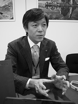 Kazuto Yamaki, Chief Operating Officer, Sigma Corp. Copyright © 2010, Imaging Resource. All rights reserved.
