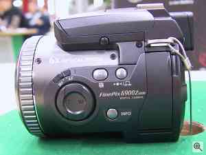 Fuji's FinePix 6900 Zoom digital camera. Copyright (c) 2001, LetsGoDigital.nl. Used by permission. Click for a bigger picture!