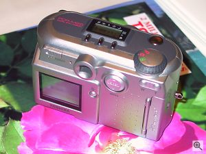 Toshiba's PDR-M25 digital camera. Copyright © 2001, Michael R. Tomkins. All rights reserved. Click for a bigger picture!