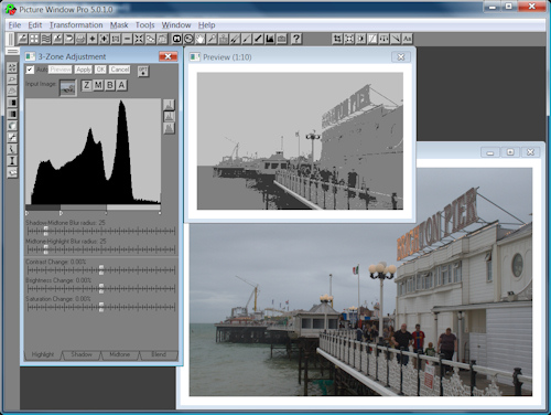 Three-zone image transformation in Picture Window Pro 5.0. Screenshot copyright © 2009, Imaging Resource. Click for a bigger picture!