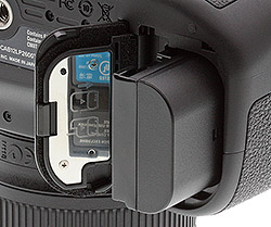 Canon 70D review -- Battery compartment