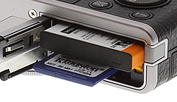 Fuji XF1 - battery and memory card slot