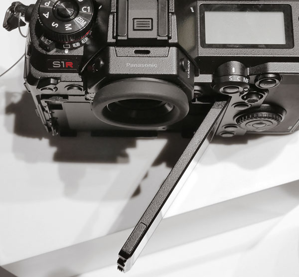 Panasonic S1R Review -- Product Image