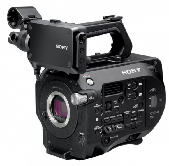 besides the selp28135g sony has also announced a new e mount camcorder that is capable of recording 4k video the pxw fs7 sports a super 35mm sized sensor