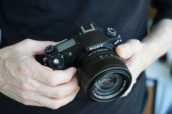 Sony RX10 II, RX100 IV and A7R II announced, view our