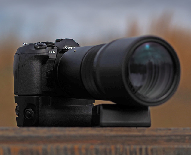 Olympus E-M1 II + 300mm f/4 - Product shot